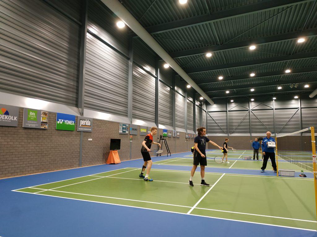 rolstoel- en aangepast badminton bij sportvereniging KIS
